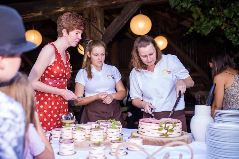 Svatební catering na statku Vletice zajišťujeme my