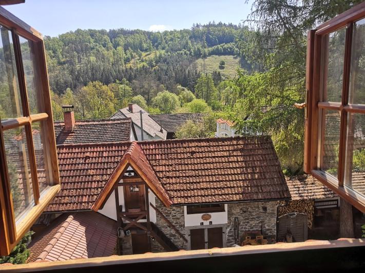 Výhled z pokoje na statku Vletice